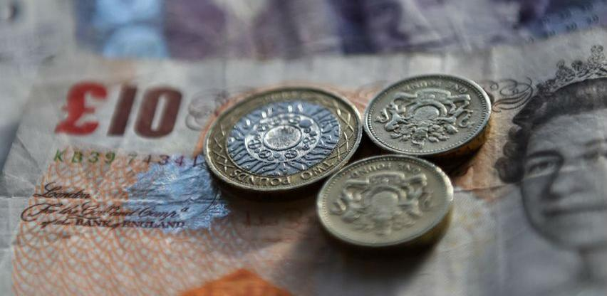 Ozbiljan pad funte zbog problema s Brexitom