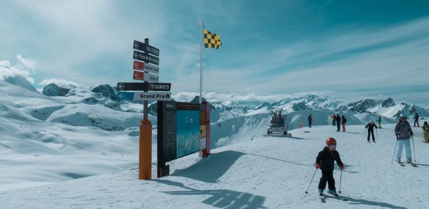 Francuska uvodi granične kontrole, želi zaustaviti odlaske na skijališta