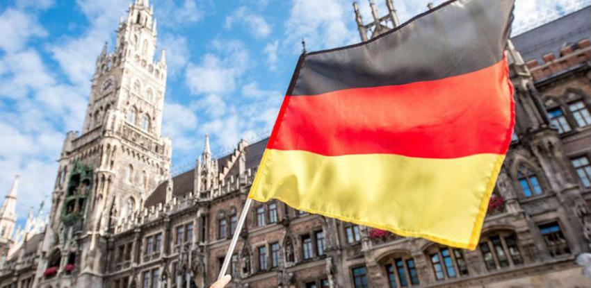 Njemačka vlada negira navode The Suna o pomoći Theresi May