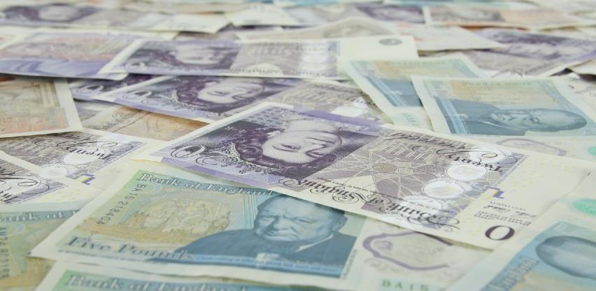 Snažan pad britanske funte zbog novog zatvaranja