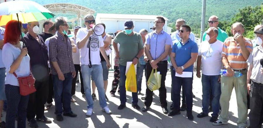 Blokiran ulaz u deponiju Uborak, traži se obustava odlaganja otpada
