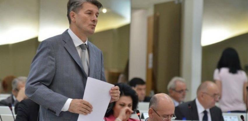 Komisija za finansije obustavlja poslaničke plate za mjesece bez sjednica