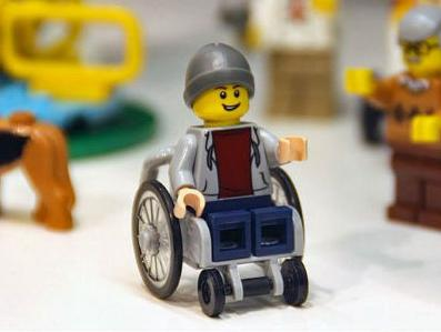 Lego predstavio prvu figuricu u invalidskim kolicima