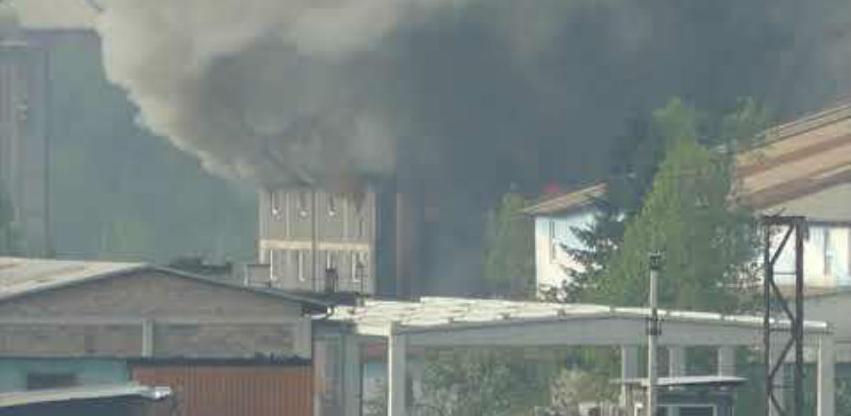 Veliki požar u Ilijašu, gori salon fabrike namještaja