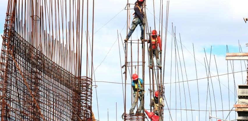 Odlazak mladih i radne dozvole koče građevinarstvo