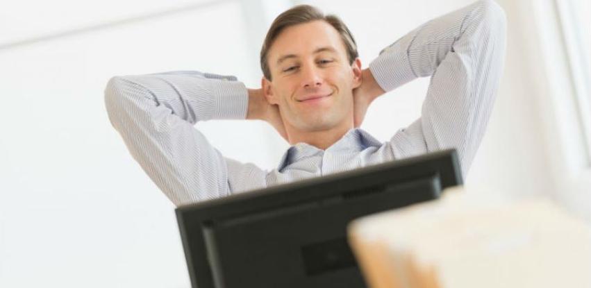Kada dugo radite za računalom svaka dva sata istegnite ruke