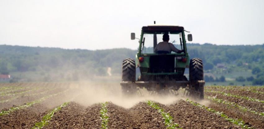 Općina Bosanska Krupa poljoprivrednicima obezbjeđuje repromaterijal za sjetvu