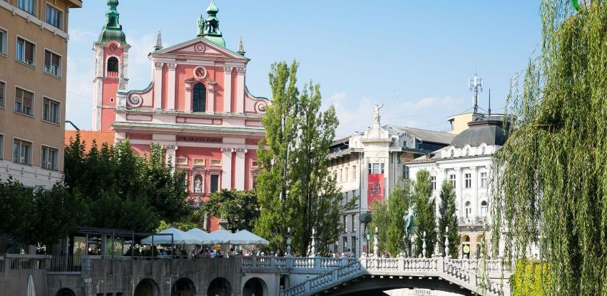 Slovenija: Zaposleni u državnoj upravi morat će se vakcinisati