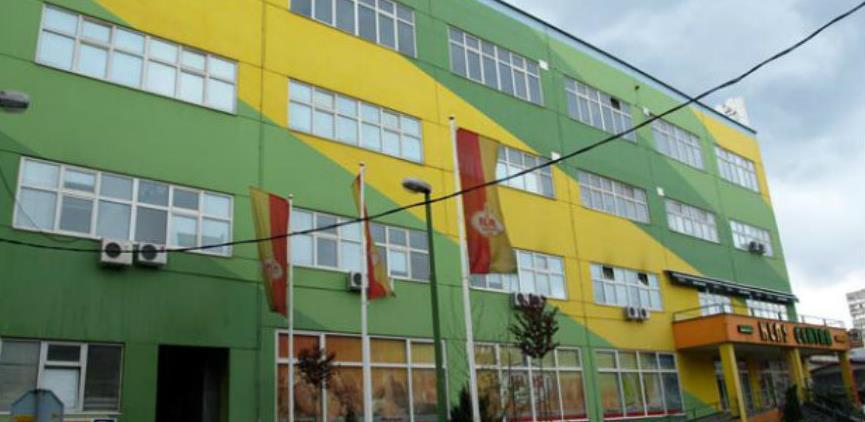 Gori krov zgrade Klasa u Sarajevu: Vatrogasci na terenu