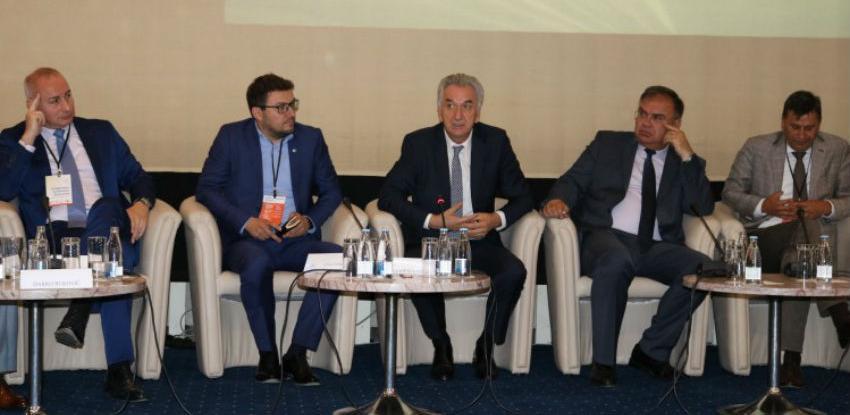Šarović: Ključna uloga institucija vlasti je da budu na usluzi privrednicima