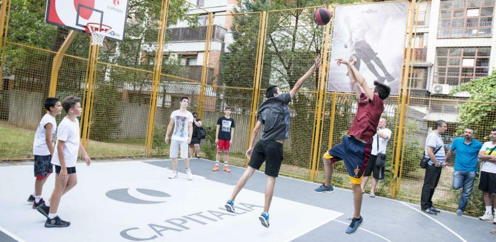"""Udruženje """"JesiLiZaBasket?"""" daruje djeci obnovu košarkaških igrališta"""