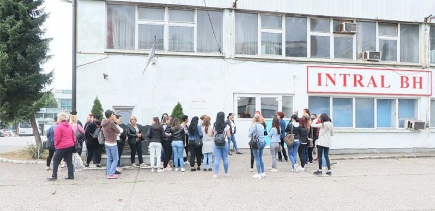 """Otpuštene radnice tuzlanskog """"Intrala"""" protestom tražile plate"""
