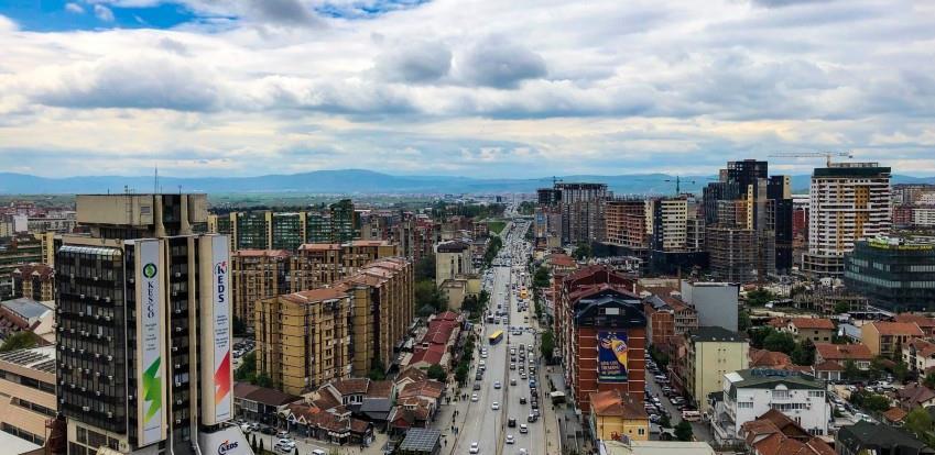 Kosovo uvodi policijski sat, odlaže se školska godina