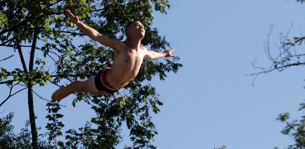 Trinaest skakača iz BiH i regiona na 'Bentbaša Cliff Divingu' (VIDEO)