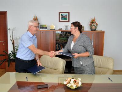 Potpisan posebni kolektivni ugovor za zaposlene u upravi RS-a