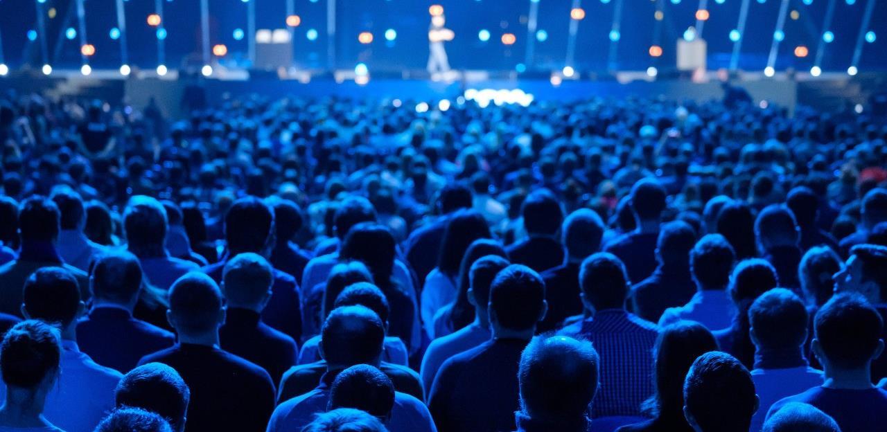 Koronavirus bacio na koljena event industriju