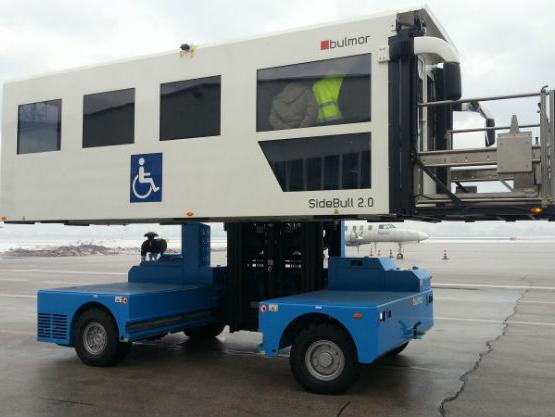 """Međunarodni aerodrom Sarajevo nabavio je specijalno vozilo """"Ambulift""""."""