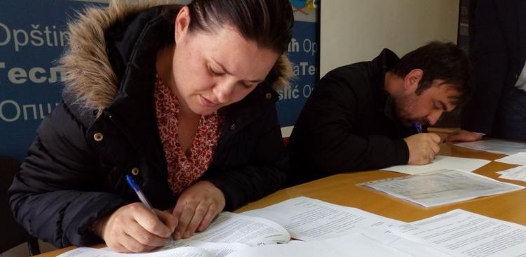 Teslić - Potpisani ugovori za dodjelu podsticaja za zapošljavanje 52 osobe