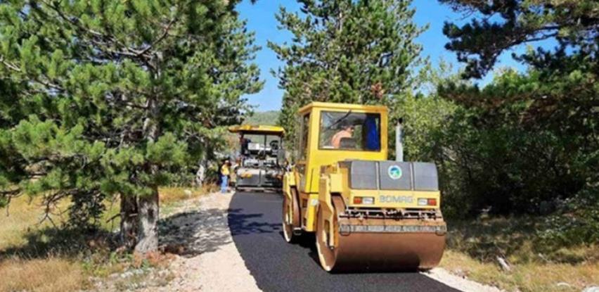 U toku obnova seoskih puteva kod Trebinja