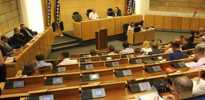 Dom naroda PFBiH danas o novim zakonima o doprinosima i porezu na dohodak