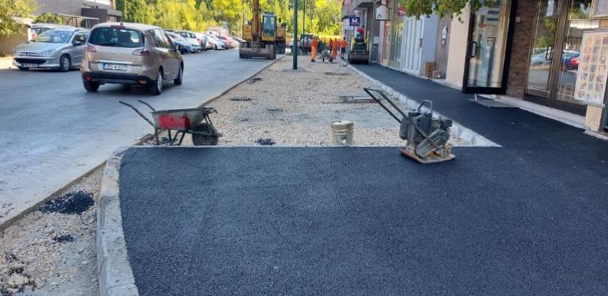 U toku radovi na sanaciji pješačke staze i platoa u ulici Hamdije Čemerlića