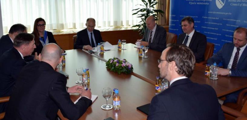 Zvizdić - Petraeus: Za nove investicije treba čuvati stabilnost regiona