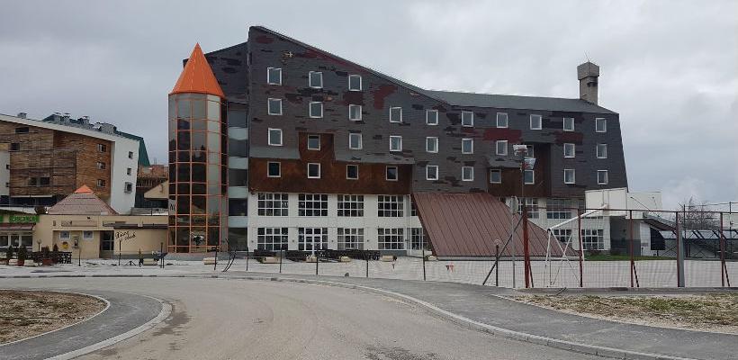 Curić: Budućnost hotela Maršal u rukama Vlade KS