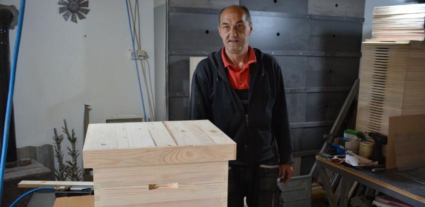 Enver Homović od drveta pravi sve što zamisli, a specijalnost su mu košnice