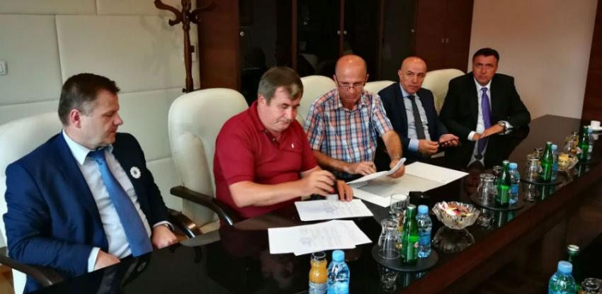 Potpisan ugovor o obnovi i sanaciji dijela puta na ulazu u Kakanj