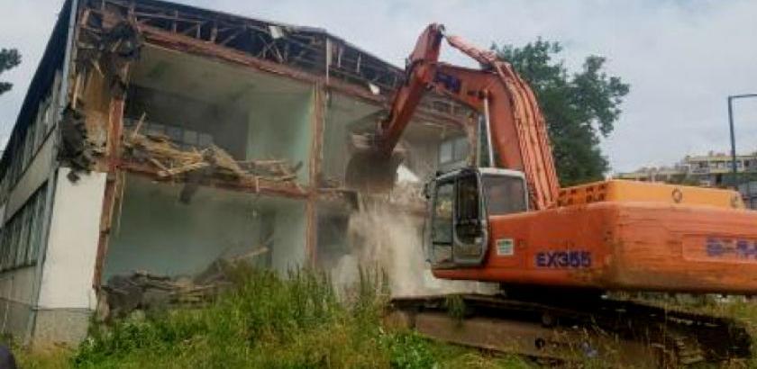 Počelo rušenje stare Klinike za dermatovenerologiju KCUS-a