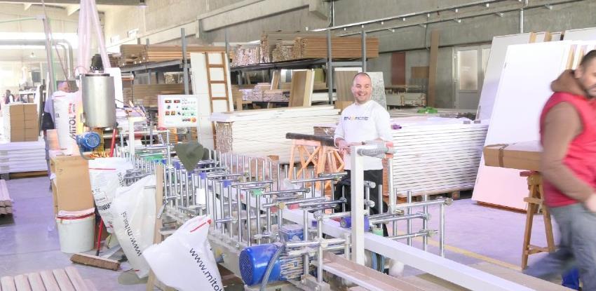 Alfa za New York poslala 3.000 sobnih vrata