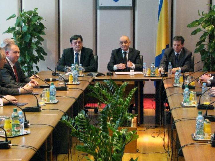 Vijeće ministara: Povećati akcize na duhan i alkohol