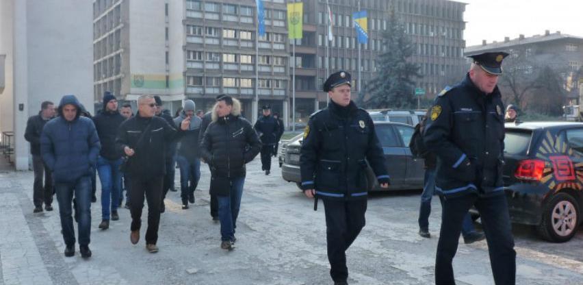 Radnici Zenicatransa nastavljaju blokadu stanice i štrajk glađu