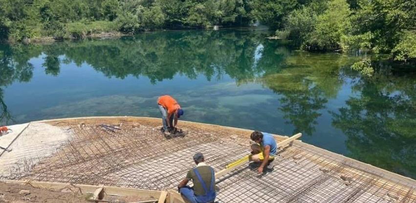 Bihać: Nelegalnom gradnjom zabetonirali dio obale Une