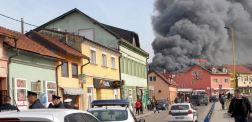 Požar na Gradskoj pijaci u Tuzli uništio milionski vrijednu robu prodavača