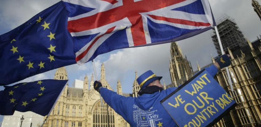 Britanski ministri na tajnom sastanku razgovarali o odgodi Brexita