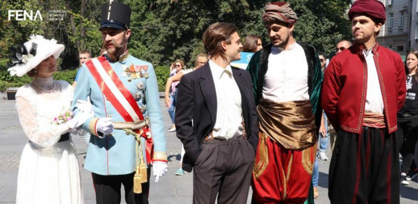Glumci kostimirani u historijske ličnosti prošetali Sarajevom