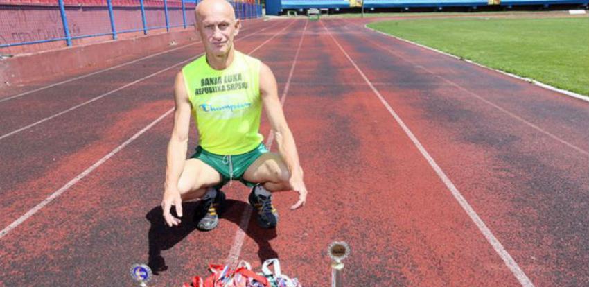 """Žaco u šestoj deceniji uspješno """"ganja"""" medalje na maratonu"""
