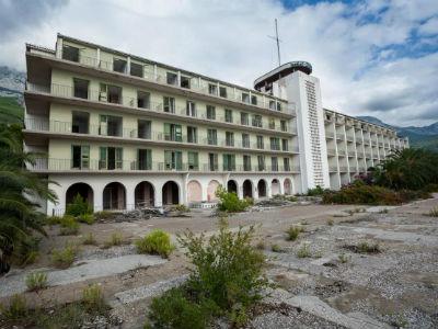 Degradiran prvi poratni hotel u Tučepima