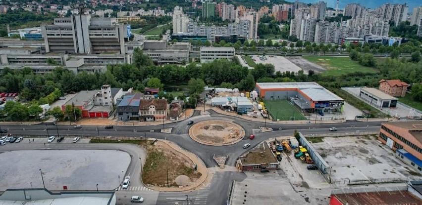 Završen prvi sloj asfalta na kružnom toku kod Binga u ulici Džemala Bijedića