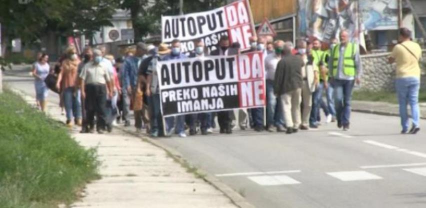 U Kozarcu mirni protest protiv predložene trase autoputa