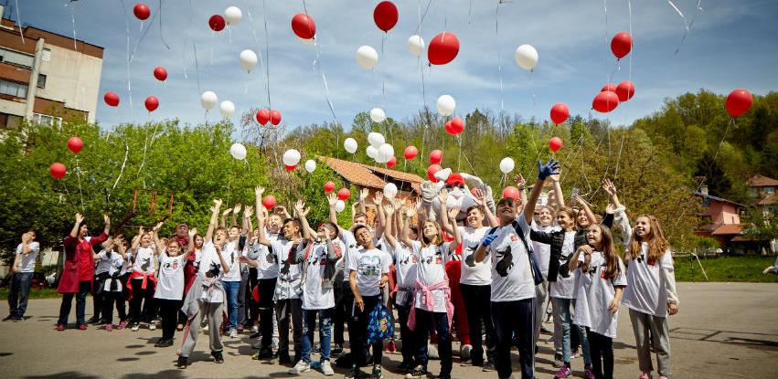 Lukavac Cement i učenici OŠ Lukavac grad zasadili 500 novih stabala