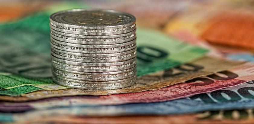 Austrija plaća oko 112 eura po djetetu mjesečno odmah po rođenju, a suma postepeno raste dok dijete ne napuni 19 godina.