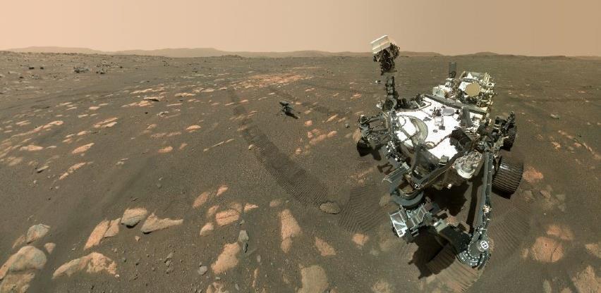 """NASA-in rover snimio """"selfie"""" s malim helikopterom na Marsu"""