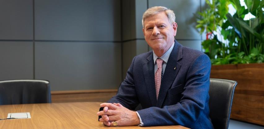 Intervju s Jamesom Stewartom, novim privremenim predsjednikom Uprave Raiffeisen banke u BiH