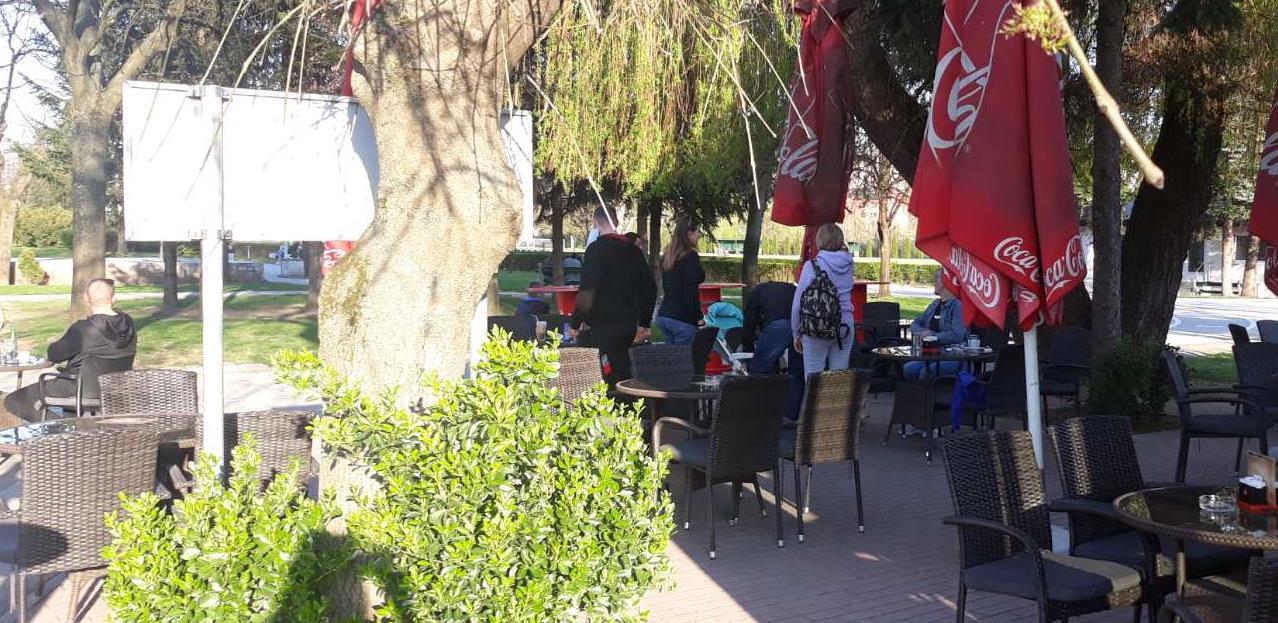"""Oglasila se inspekcija: """"Safet Zajko"""" nije zatvoren, u centru se nalazilo više od 1.000 ljudi"""