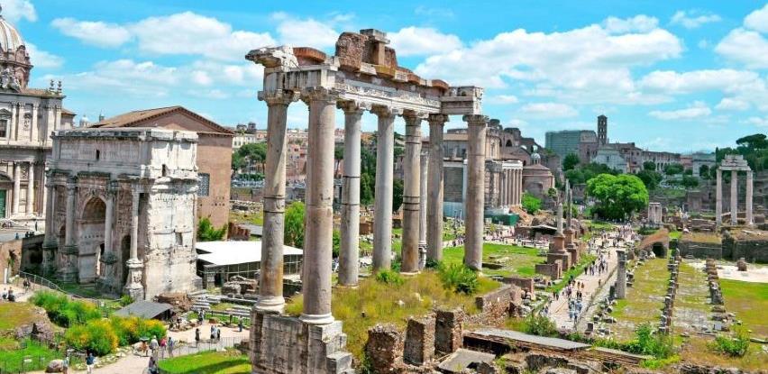 Američka turistkinja uz ispriku vratila Rimu ukradeni drevni komad mramora