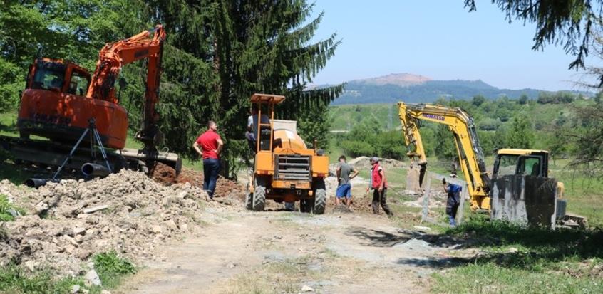 Počeli radovi na izgradnji kanalizacione mreže u poslovnoj zoni Sadnice