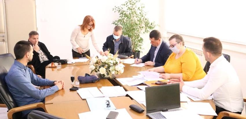 Potpisani sporazumi o nabavci 40 plastenika