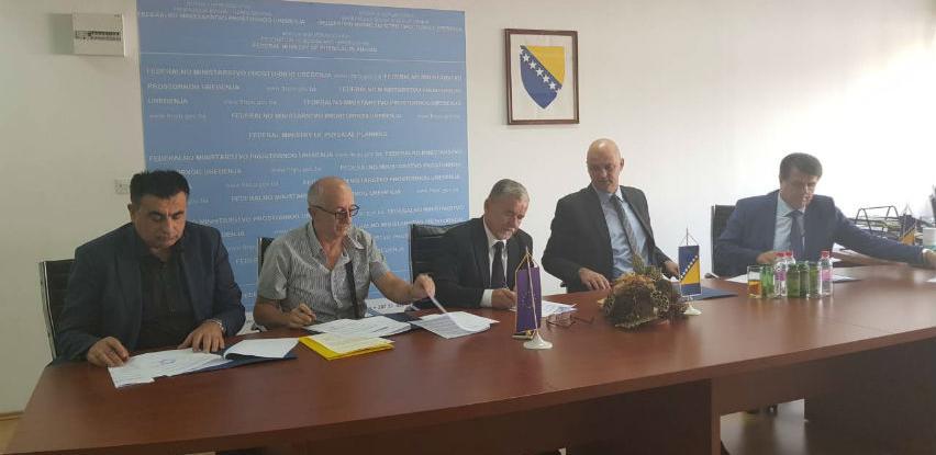 Potpisani ugovori o sufinanciranju utopljavanja zgrada
